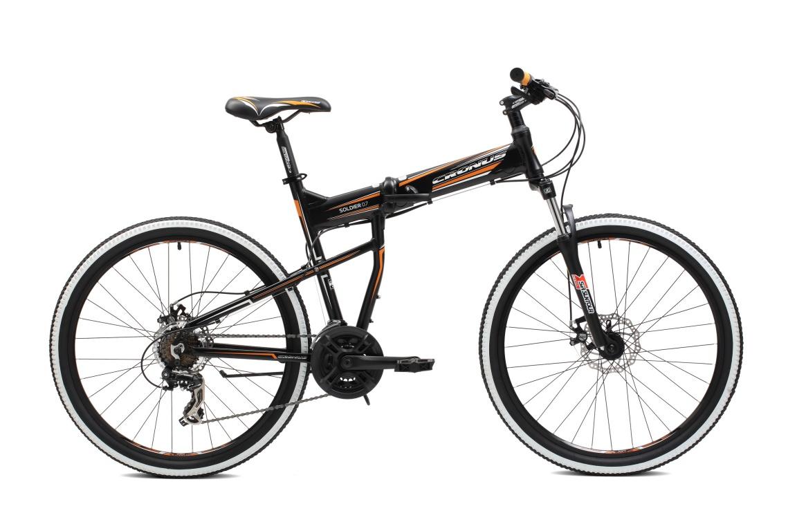 Складной велосипед Cronus SOLDIER 0.7 26 (2016), Цвет Черно-Оранжевый, Размер 19Полноценный горный велосипед в формате складного Cronus Soldier уже не первый год является ответом на этот вопрос для тех, кто не готов идти на компромиссы.&amp;nbsp;<br><br>&amp;nbsp;<br><br>Ключевые особенности Soldier 0.7:<br><br>- рама Soldier 2016 года с новым типом замка;<br><br>- трансмиссия Shimano (21 скорость);<br><br>- механические дисковые тормоза Zoom;<br><br>- алюминиевые ободья с двойными стенками.<br><br>&amp;nbsp;<br><br>Cronus Soldier – надёжный универсальный велосипед, не занимающий много места!<br><br><br><br><br>Рама и амортизаторы<br><br><br><br>Рама<br>алюминий<br><br><br><br>Вилка<br>SR Suntour M3030, 75 мм.<br><br><br>Цепная передача<br><br><br><br>Манетки<br>Shimano ST-EF41, 7 скоростей<br><br><br><br>Передний переключатель<br>Shimano FD-TX50, Tourney, 3 скорости<br><br><br><br>Задний переключатель<br>Shimano RD-TX35D, Tourney, 7 скоростей<br><br><br><br>Шатуны<br>HDL-L324A, 24/34/42T, шатуны 170 мм.<br><br><br><br>Каретка<br>NECO B910, картриджного типа<br><br><br><br>Кассета<br>Shimano MF-TZ21<br><br><br><br>Количество скоростей<br>21<br><br><br><br>Цепь<br>KMC,C50<br><br><br><br>Педали<br>NECO WP401, пластик<br><br><br>Колеса<br><br><br><br>Обода<br>алюминий, двойной обод<br><br><br><br>Bтулка<br>Joytech D041DSE, алюминий<br><br><br><br>Покрышка<br>WANDA 2003, 26X2.1<br><br><br>Компоненты<br><br><br><br>Передний тормоз<br>Zoom DB-280, дисковый механический<br><br><br><br>Задний тормоз<br>Zoom DB-280, дисковый механический<br><br><br><br><br><br>Грипсы<br>XH-G56B<br><br><br><br>Руль<br>Zoom MTB-AL-330BT, алюминий, ширина: 660 мм.<br><br><br><br>Вынос<br>Zoom TDS-C470-8, длина: 70 мм.<br><br><br><br>Рулевая колонка<br>NECO H115MP, полуинтегрированная<br><br><br><br>Седло<br>CRONUS Comfort<br><br><br><br>Подседельный штырь<br>Zoom SP-102, диаметр: 31.6 мм., длина: 350мм.<br><br><br>&amp;nbsp;<br>Производство<br>Разработка: Франция. Производство: КНР (Тайвань).<b