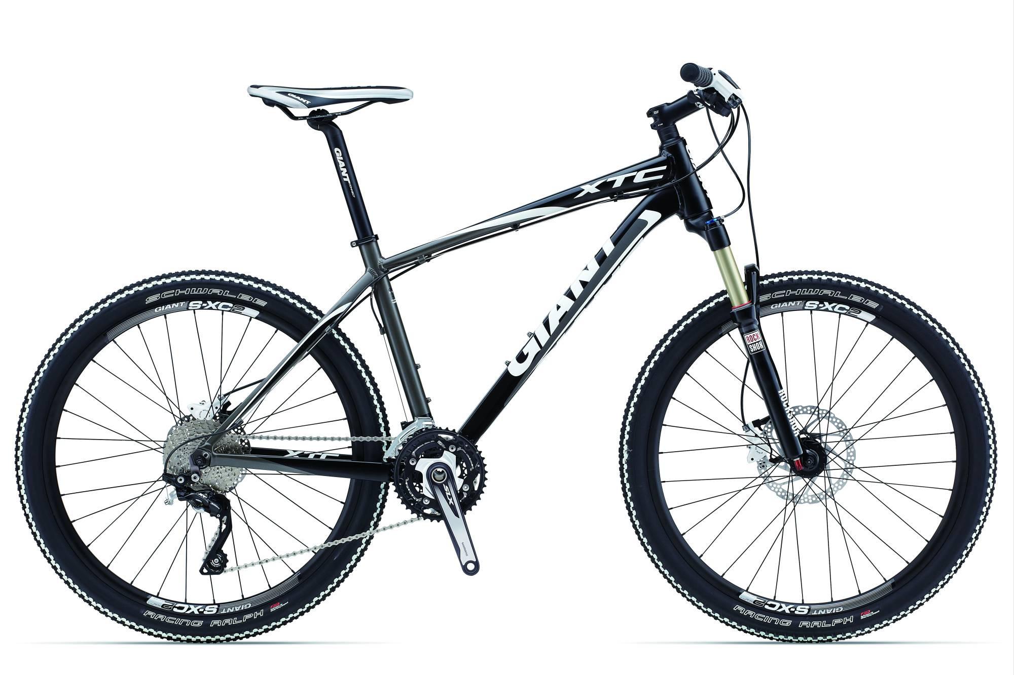 Горный велосипед Giant XTC 1 (2013)Велосипед Giant XTC 1 - топовая модель в своей линейке на алюминиевой раме. Он сочетает в себе передовые технологии более верхних моделей и надежное навесное оборудование японского производства полупрофессионального уровня Shimano Deore XT. Установленная на нем воздушная вилка Recon Gold TK Solo Air имеет легкий вес и прогрессивные характеристики, а гоночная резина Schwalbe Racing Ralph 26x2.1 обеспечит колоссальный накат практически на любом покрытии. <br><br><br><br><br><br>Рама<br><br><br>ALUXX SL-Grade Aluminium<br><br><br><br><br>Вилка<br><br><br>RockShox Recon Gold TK Solo Air w/ PopLoc Remote, Tapered Steerer, 100mm travel<br><br><br><br><br>Тормоза<br><br><br>Shimano M446 [F] 180mm, [R] 160mm rotors<br><br><br><br><br>Задний переключатель<br><br><br>Shimano XT, 10-speed<br><br><br><br><br>Рулевая колонка<br><br><br>Интегрированная OverDrive<br><br><br><br><br>Руль<br><br><br>Connect XC, 19mm rise, 640 x 31.8<br><br><br><br><br>Вынос<br><br><br>Giant Connect, OverDrive<br><br><br><br><br>Подседельный штырь<br><br><br>Giant Connect 30.9<br><br><br><br><br>Седло<br><br><br>Giant Performance MTB<br><br><br><br><br>Педали<br><br><br>Не входят в комплект<br><br><br><br><br>Шифтеры/Манетки<br><br><br>Shimano SLX, 3x10 speed<br><br><br><br><br>Передний переключатель<br><br><br>Shimano SLX<br><br><br><br><br>Тормозные ручки<br><br><br>Shimano M505<br><br><br><br><br>Кассета<br><br><br>Shimano HG-62 11-36t<br><br><br><br><br>Цепь<br><br><br>KMC X10<br><br><br><br><br>Система/шатуны<br><br><br>Shimano SLX 24/32/42<br><br><br><br><br>Каретка<br><br><br>Shimano Press Fit<br><br><br><br><br>Обода<br><br><br>Giant S-XC2 wheelset<br><br><br><br><br>Втулки<br><br><br>Giant Tracker Sport, 32h<br><br><br><br><br>Покрышки<br><br><br>Schwalbe Racing Ralph 26x2.1, wire bead, w/ white stripes<br><br><br><br><br>Вес<br><br><br>11.7 kg<br><br><br><br><br>Цвет<br><br><br>wht/red/blk, sbk/gry/wht<br><br><br><br><br>Размер<br><br><br>16, 18, 22, 20<br